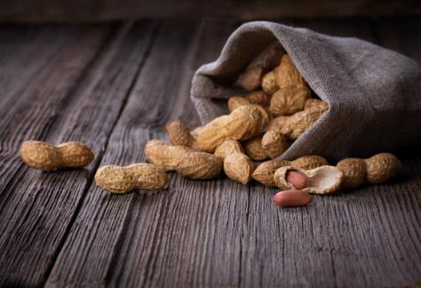 à l'origine, des graines d'arachides